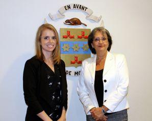 La présidente d'élection, Me Sandra Stéphanie Clavet, et la secrétaire d'élection, Mme Denise Vézina.